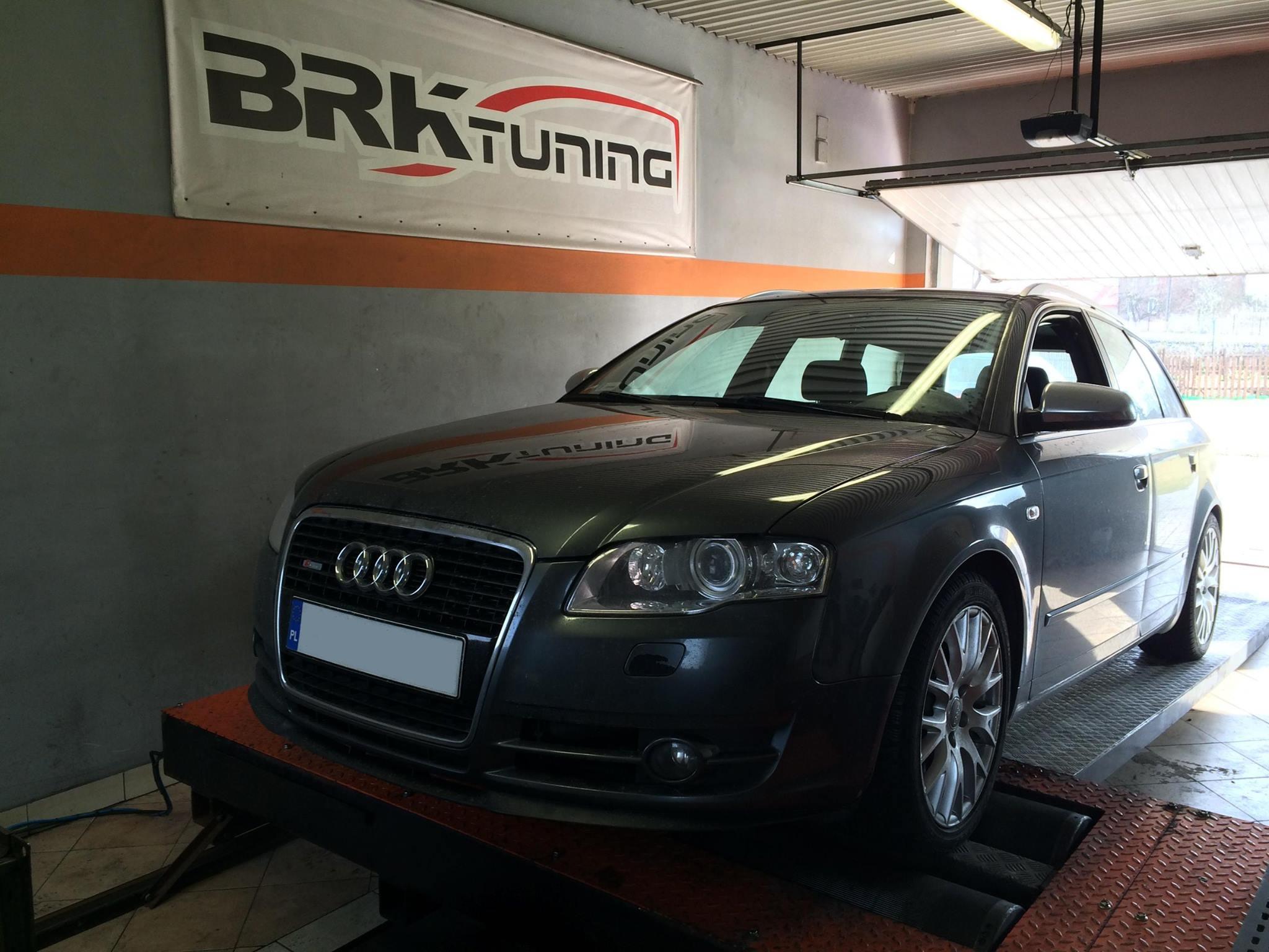 Audi w trakcie diagnozy na hamowni