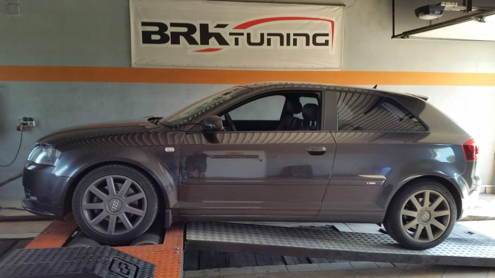 Audi A3 w trakcie diagnozy na hamowni